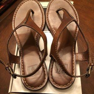 Frye Women's Carson Seam T-Strap Sandals